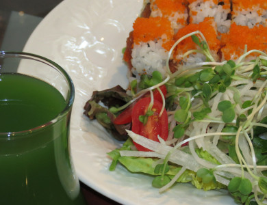 pairing green juice with sushi